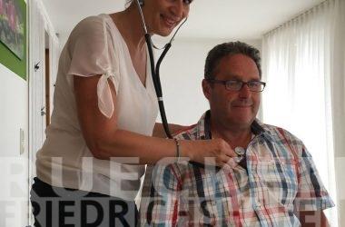 Ursachen der Rückenschmerzen in Friedrichshafen untersuchen